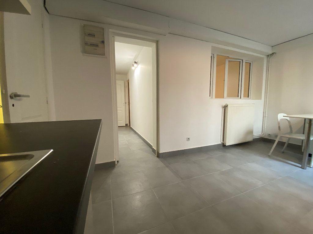 Appartement à louer 3 60.57m2 à Bagnolet vignette-9