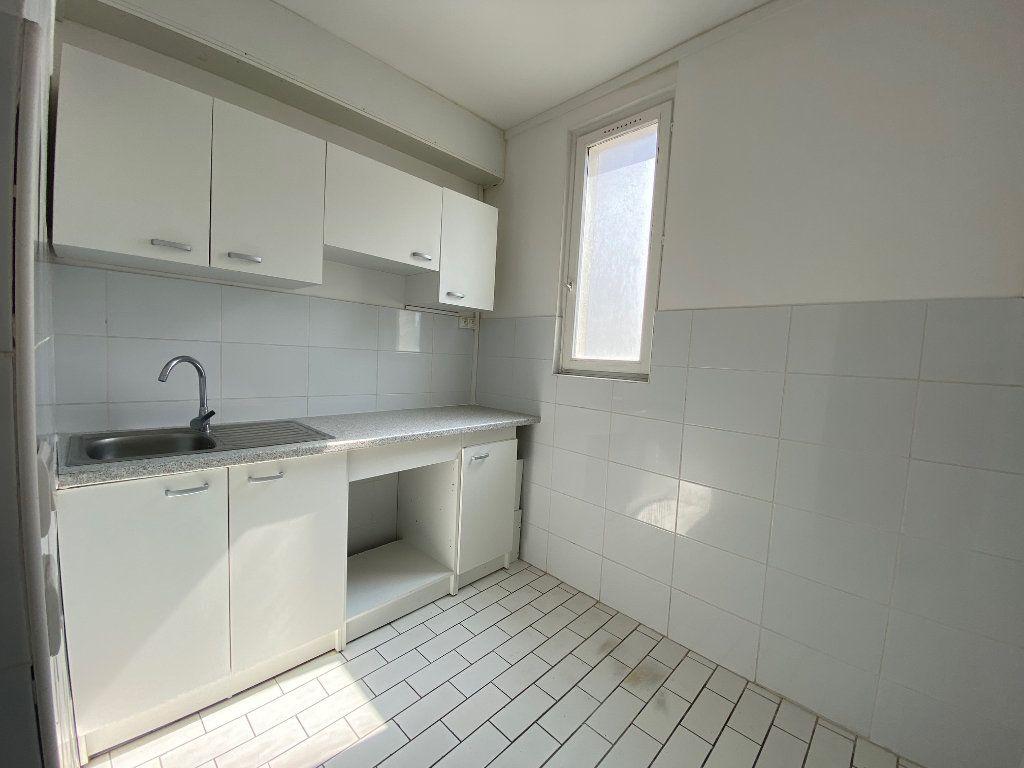 Appartement à louer 3 46.3m2 à Bagnolet vignette-1