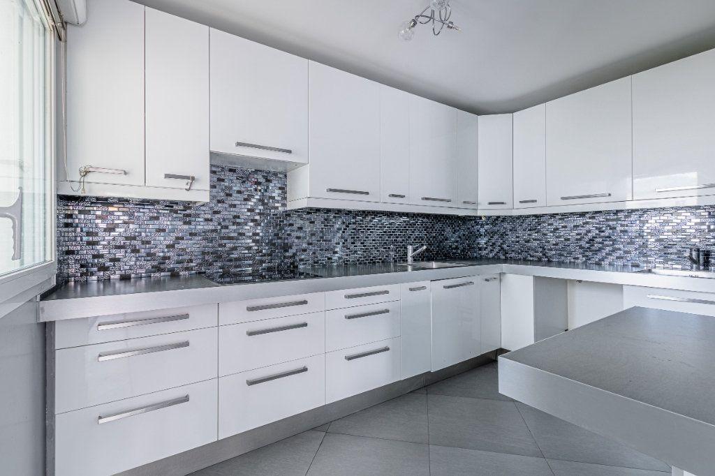Appartement à louer 3 65m2 à Rosny-sous-Bois vignette-2