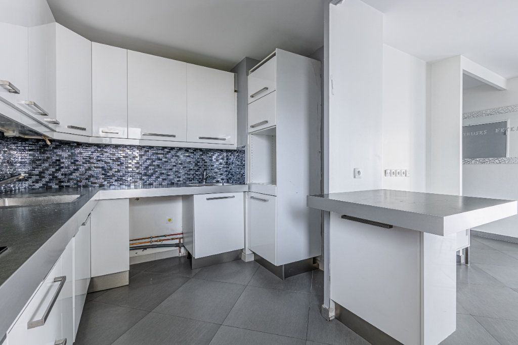 Appartement à louer 3 65m2 à Rosny-sous-Bois vignette-3