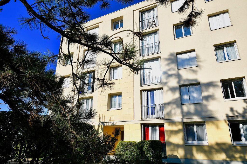 Appartement à vendre 4 68.9m2 à Bry-sur-Marne vignette-1