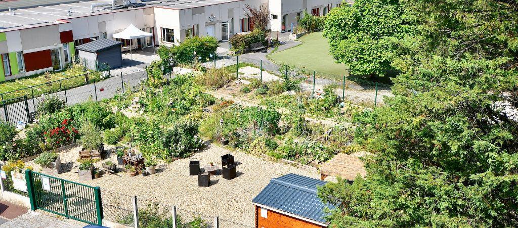 Appartement à vendre 4 68.9m2 à Bry-sur-Marne vignette-3