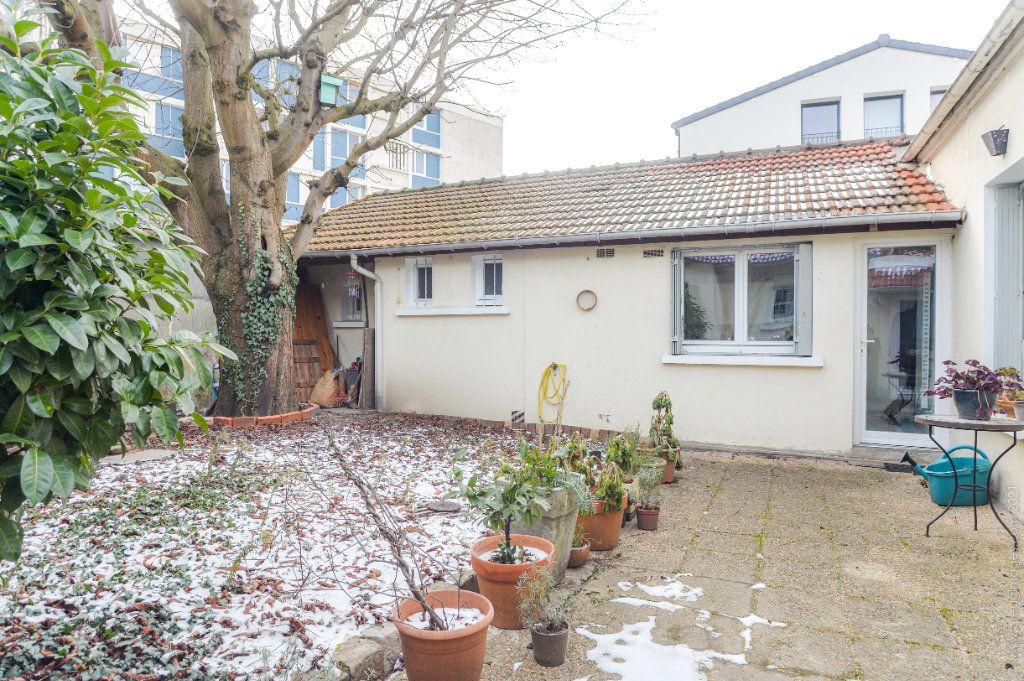 Maison à vendre 4 111m2 à Montreuil vignette-2