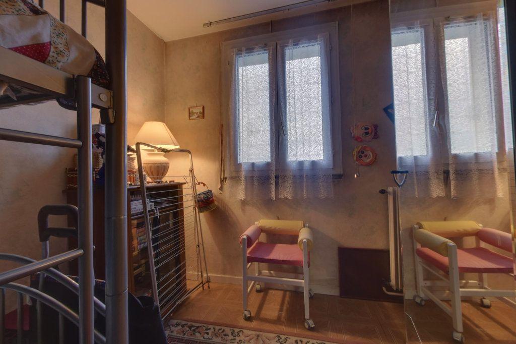 Appartement à vendre 4 70m2 à Aulnay-sous-Bois vignette-3