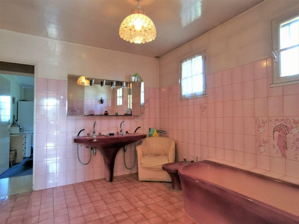 Maison à vendre 8 220m2 à Aulnay-sous-Bois vignette-6