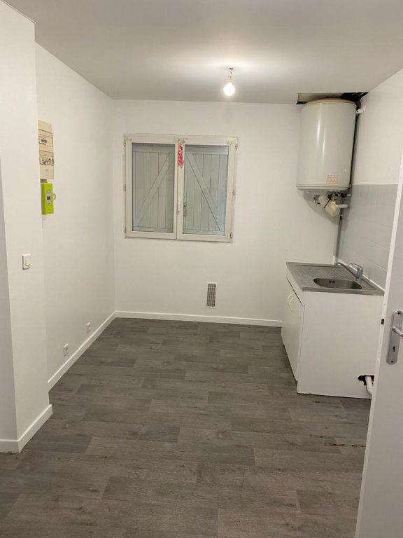 Appartement à louer 1 25m2 à Aulnay-sous-Bois vignette-1