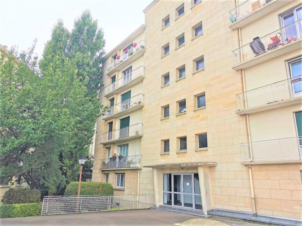 Appartement à louer 3 56.18m2 à Aulnay-sous-Bois vignette-1