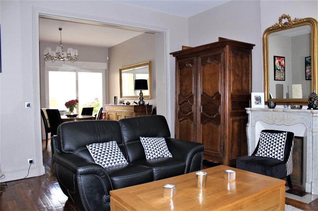 Maison à vendre 6 170m2 à Saint-Quentin vignette-1