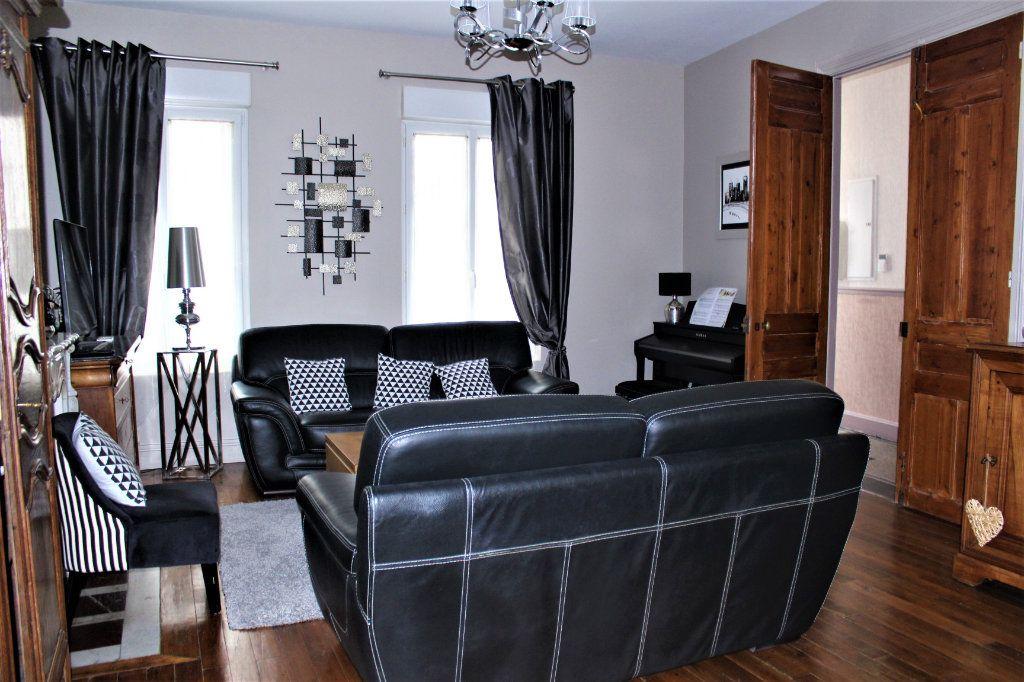 Maison à vendre 6 170m2 à Saint-Quentin vignette-3