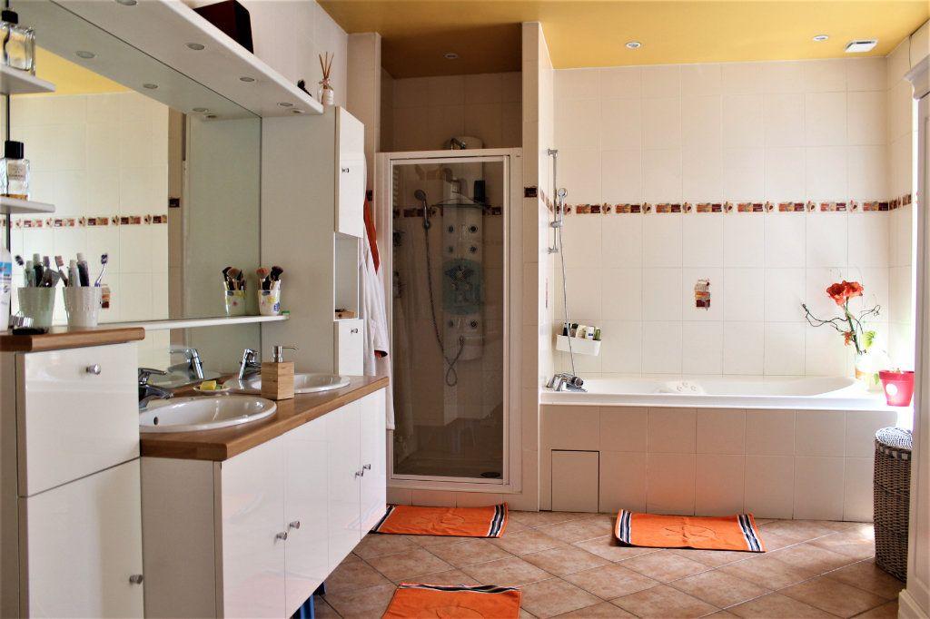 Maison à vendre 6 170m2 à Saint-Quentin vignette-5