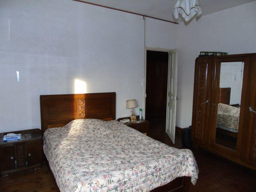 Maison à vendre 4 140.12m2 à Ribemont vignette-6