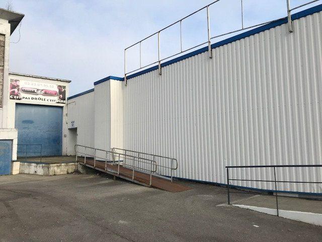 Immeuble à vendre 0 500m2 à Saint-Quentin vignette-1