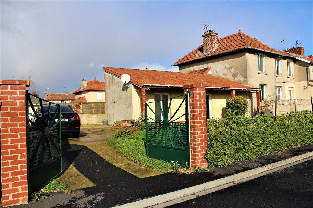 Maison à vendre 6 129m2 à Gauchy vignette-1