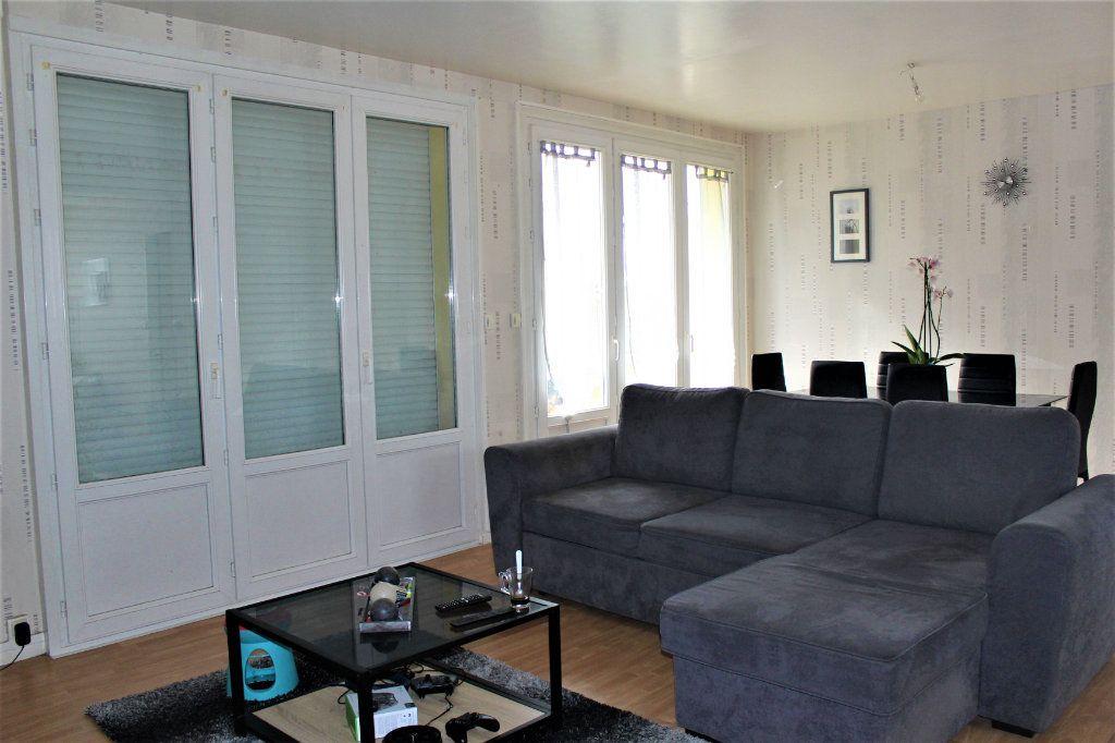 Appartement à vendre 3 68m2 à Saint-Quentin vignette-1