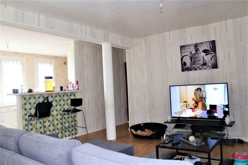 Appartement à vendre 3 68m2 à Saint-Quentin vignette-3