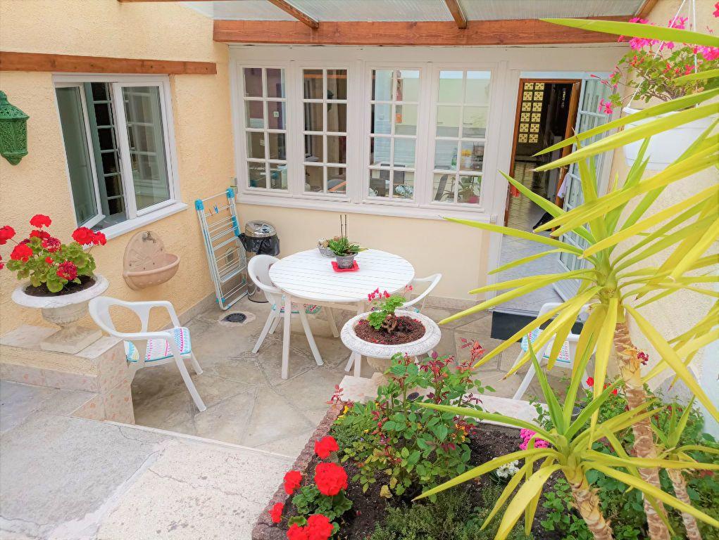 Maison à vendre 6 120m2 à Saint-Quentin vignette-1