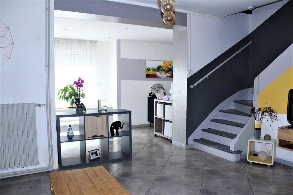 Maison à vendre 6 120m2 à Saint-Quentin vignette-2
