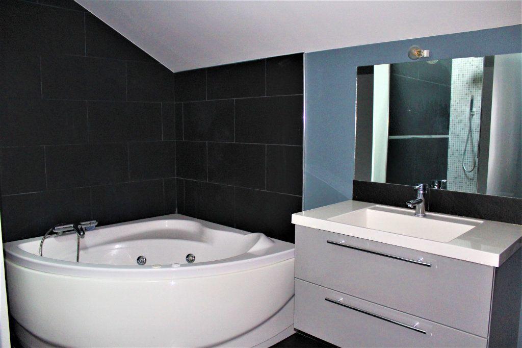 Appartement à louer 3 95m2 à Saint-Quentin vignette-6