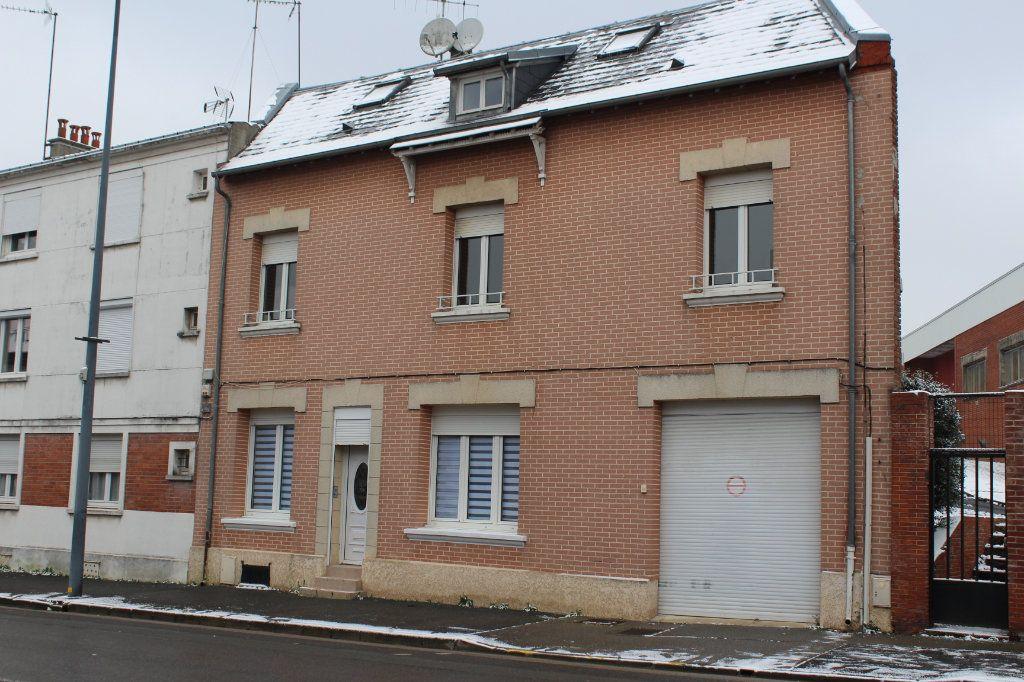 Maison à vendre 9 227.81m2 à Saint-Quentin vignette-1