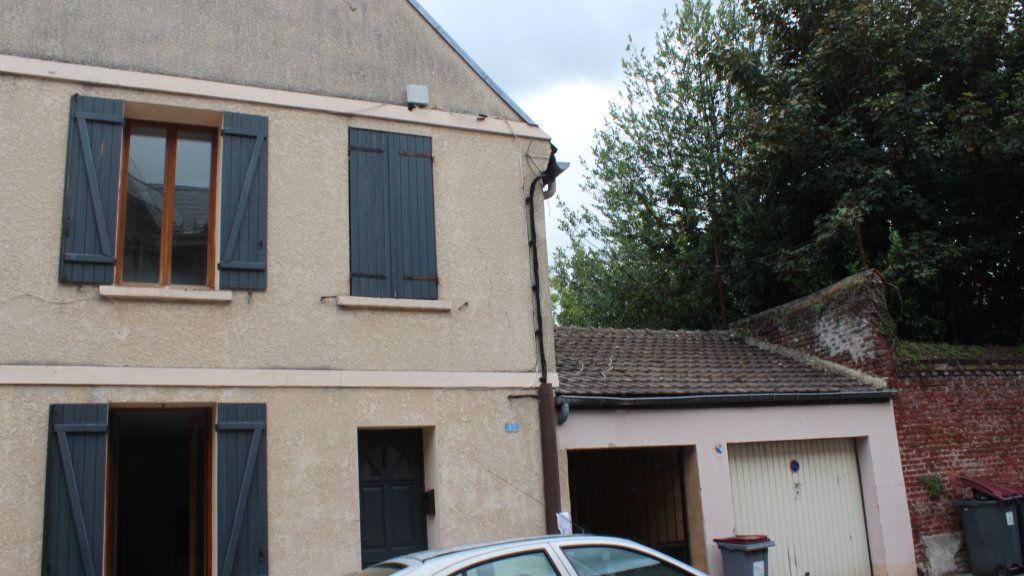 Maison à louer 2 50m2 à Saint-Quentin vignette-1