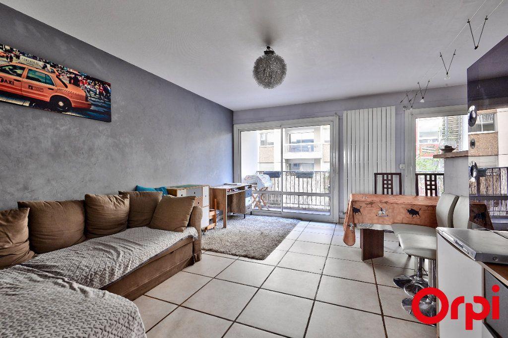Appartement à vendre 4 79.74m2 à Lyon 7 vignette-2