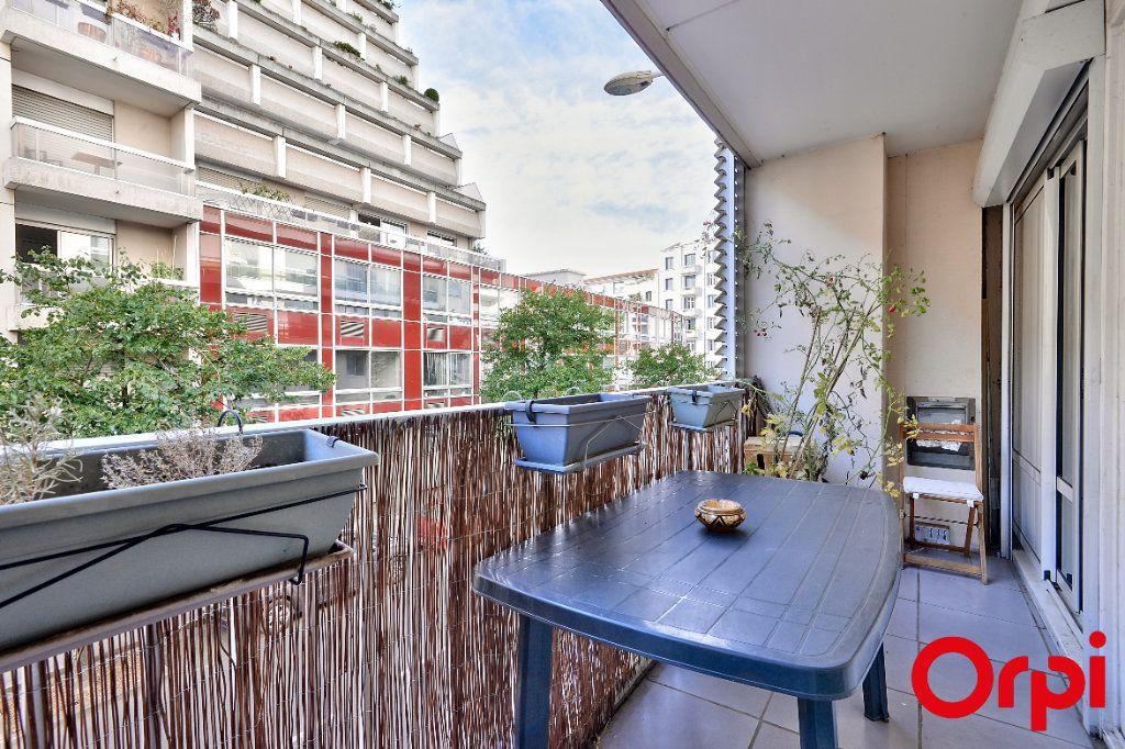 Appartement à vendre 4 79.74m2 à Lyon 7 vignette-3