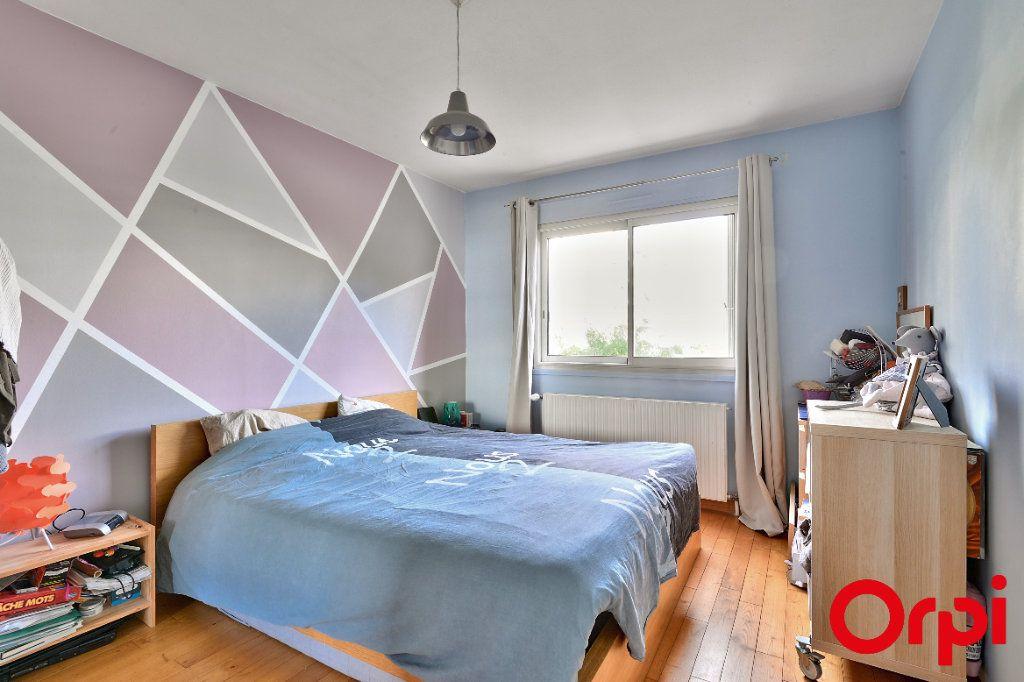 Appartement à vendre 4 79.74m2 à Lyon 7 vignette-4