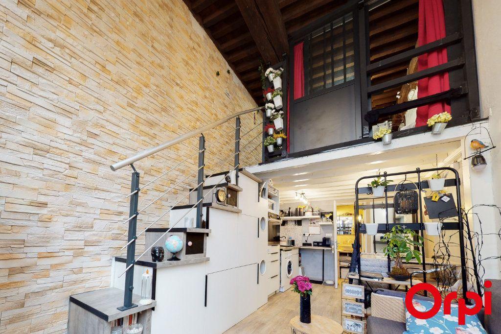 Appartement à vendre 2 32.73m2 à Lyon 4 vignette-1