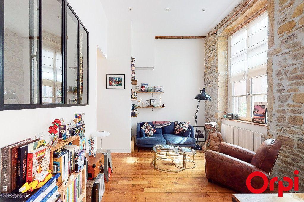 Appartement à vendre 2 54.9m2 à Lyon 1 vignette-1