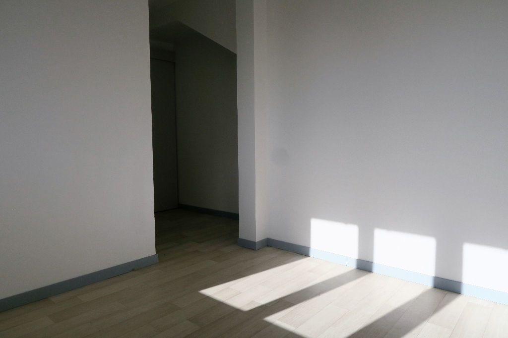 Appartement à louer 2 28.88m2 à Quesnoy-sur-Deûle vignette-5