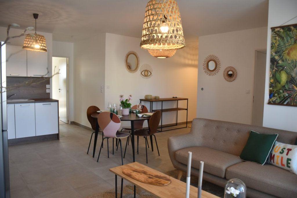 Appartement à vendre 4 76.98m2 à Villeurbanne vignette-2