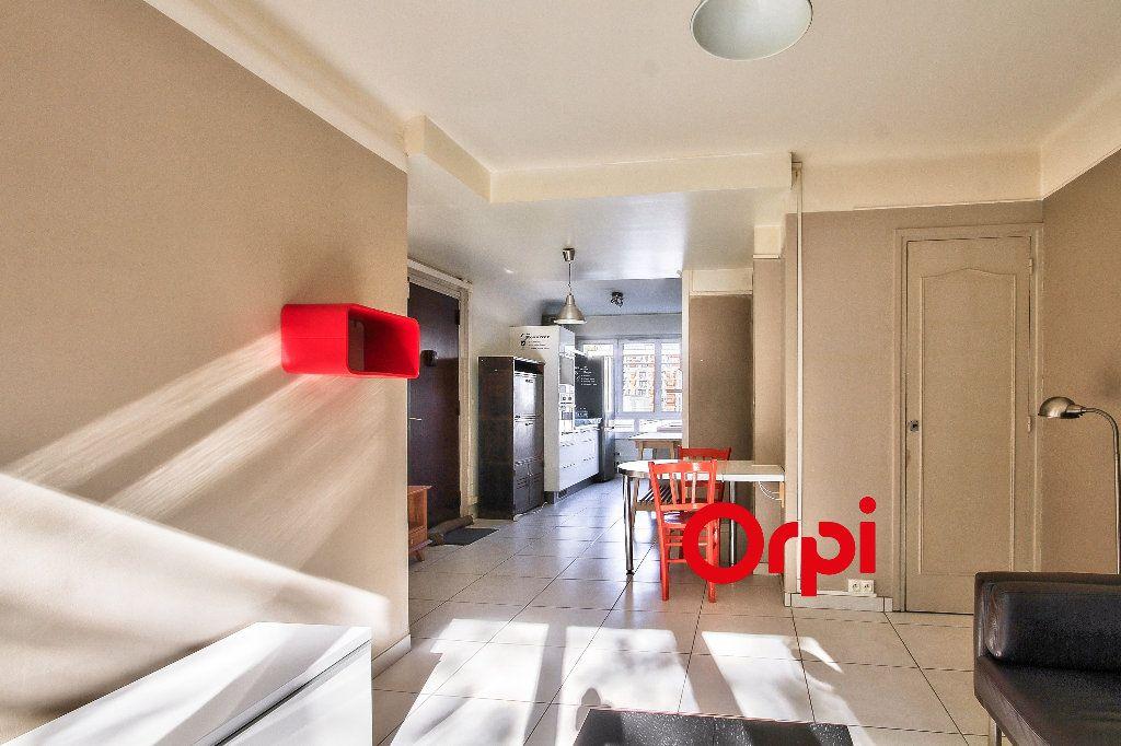 Appartement à louer 3 63m2 à Lyon 2 vignette-4