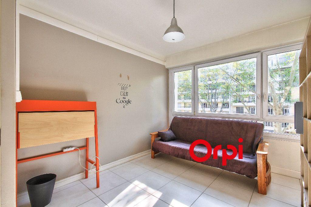 Appartement à louer 3 63m2 à Lyon 2 vignette-9