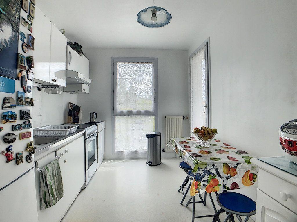 Appartement à vendre 5 100m2 à Les Ulis vignette-3