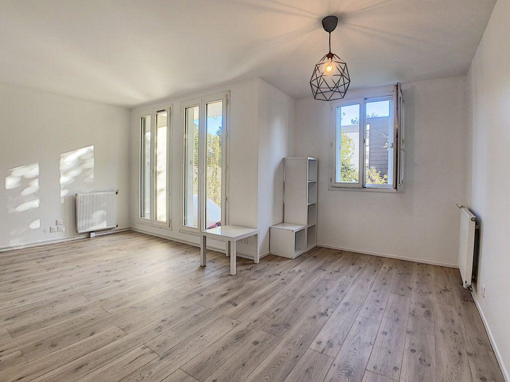 Appartement à louer 2 48.8m2 à Palaiseau vignette-1