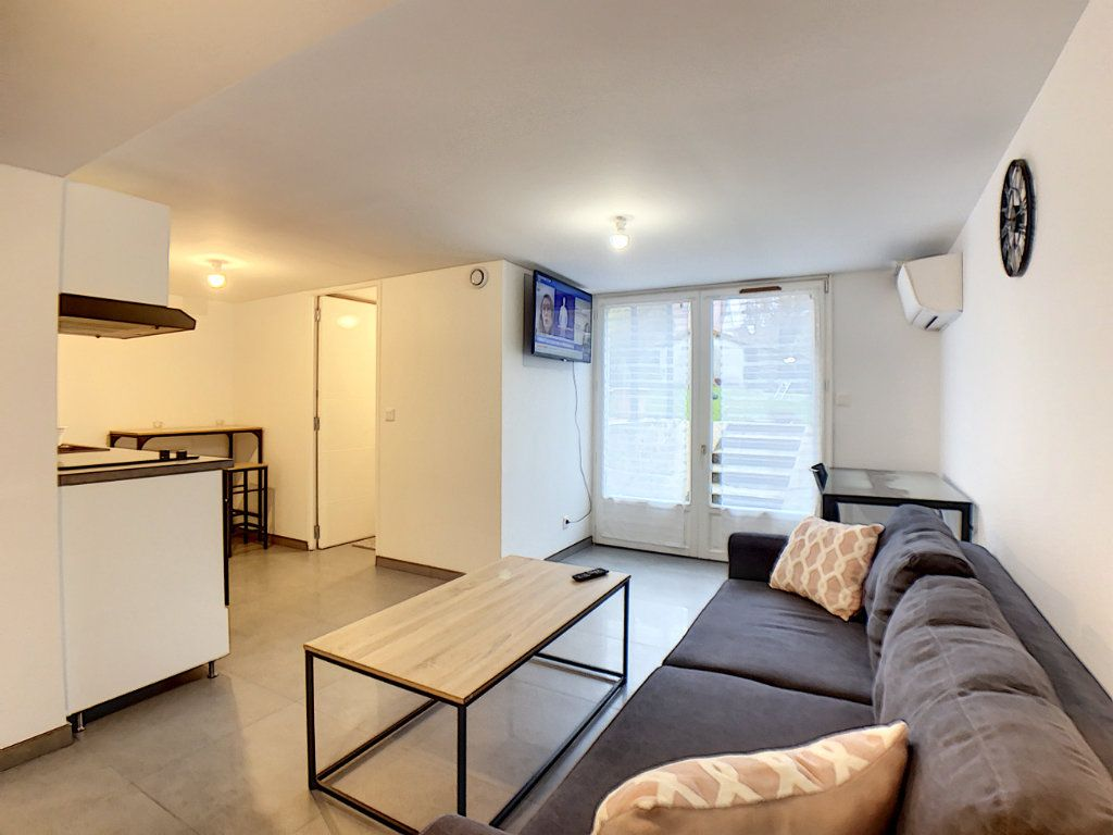 Appartement à louer 2 33m2 à Saint-Rémy-lès-Chevreuse vignette-1