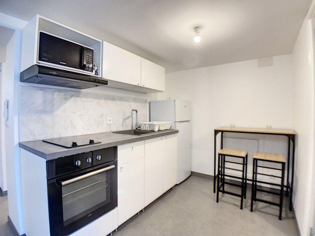 Appartement à louer 2 33m2 à Saint-Rémy-lès-Chevreuse vignette-2