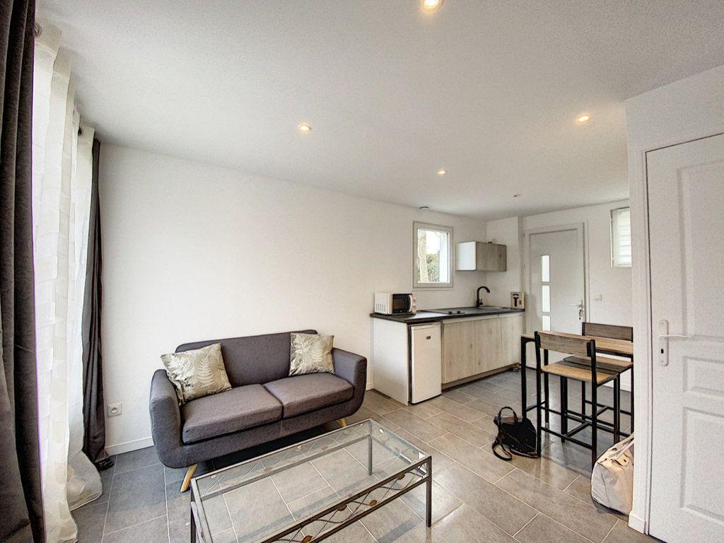 Appartement à louer 1 22.6m2 à Orsay vignette-2