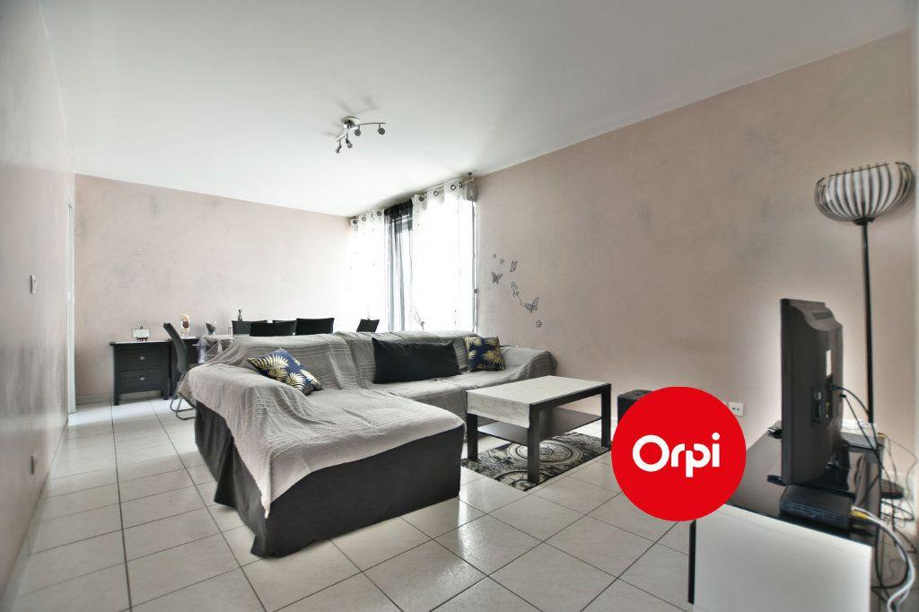 Appartement à vendre 4 74m2 à Saint-Priest vignette-3