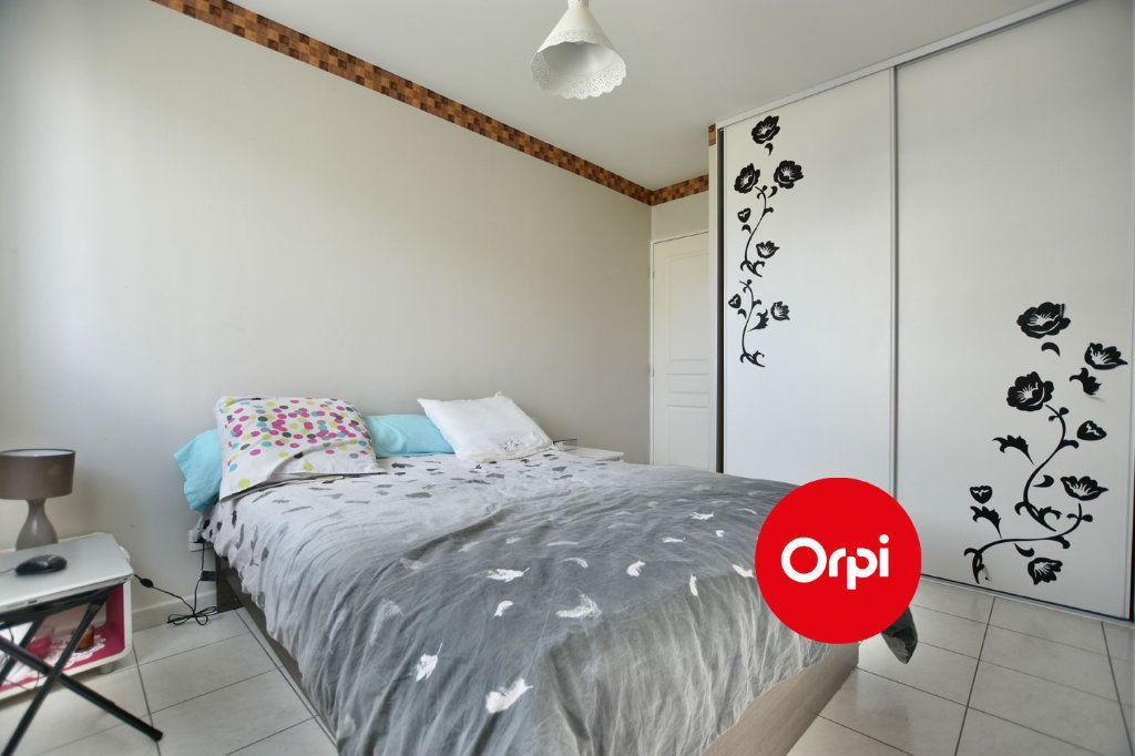 Appartement à vendre 4 74m2 à Saint-Priest vignette-5