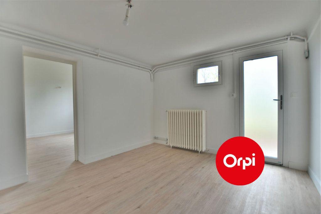 Appartement à louer 1 32.3m2 à Saint-Priest vignette-2