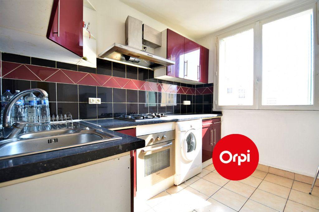 Appartement à louer 4 70m2 à Saint-Priest vignette-1