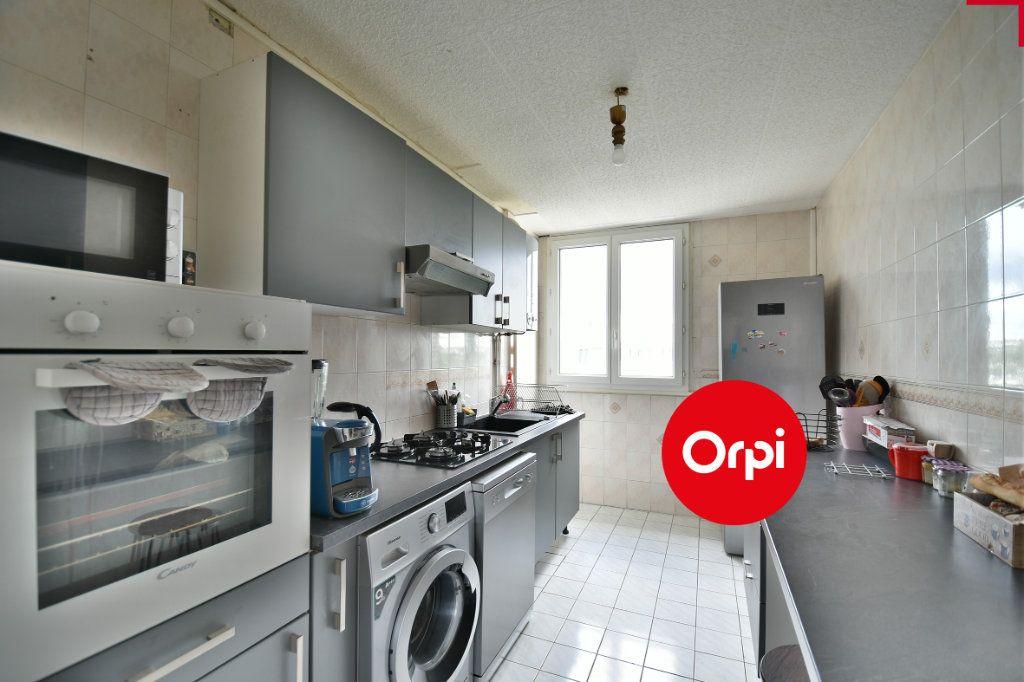 Appartement à vendre 4 70m2 à Saint-Priest vignette-3