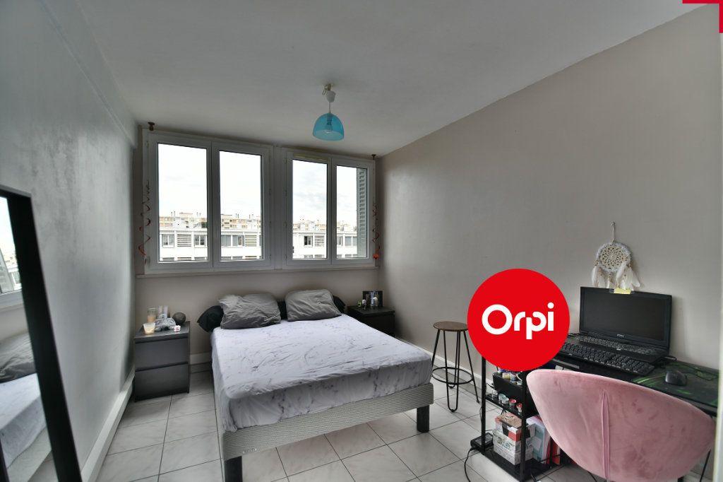 Appartement à vendre 4 70m2 à Saint-Priest vignette-5