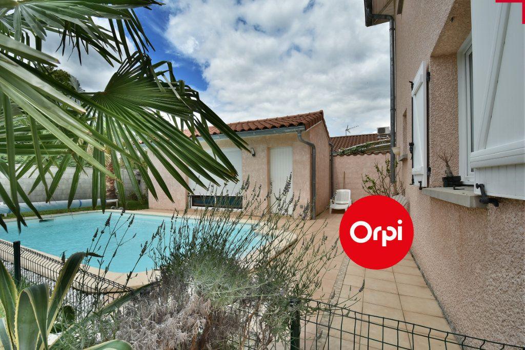 Maison à vendre 6 140m2 à Saint-Pierre-de-Chandieu vignette-1