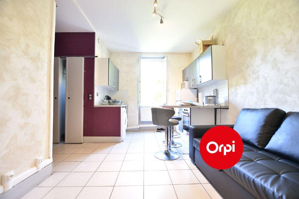 Appartement à vendre 2 27m2 à Saint-Priest vignette-1