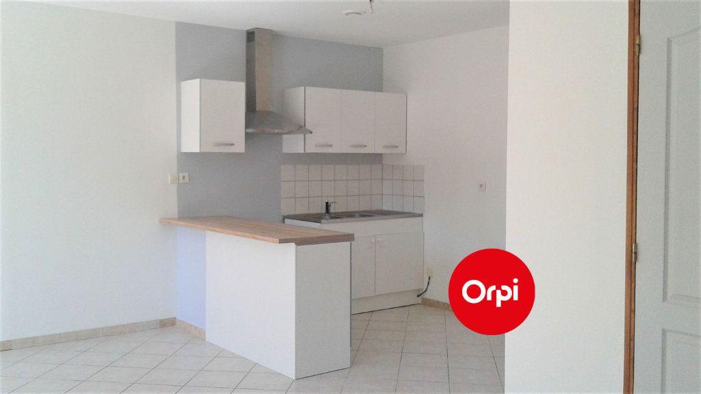 Appartement à louer 3 54m2 à Saint-Bonnet-de-Mure vignette-3