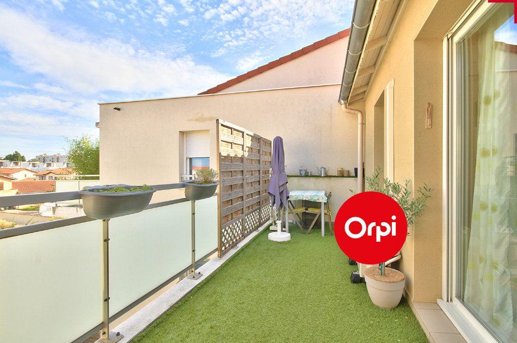 Appartement à vendre 4 79m2 à Saint-Priest vignette-1