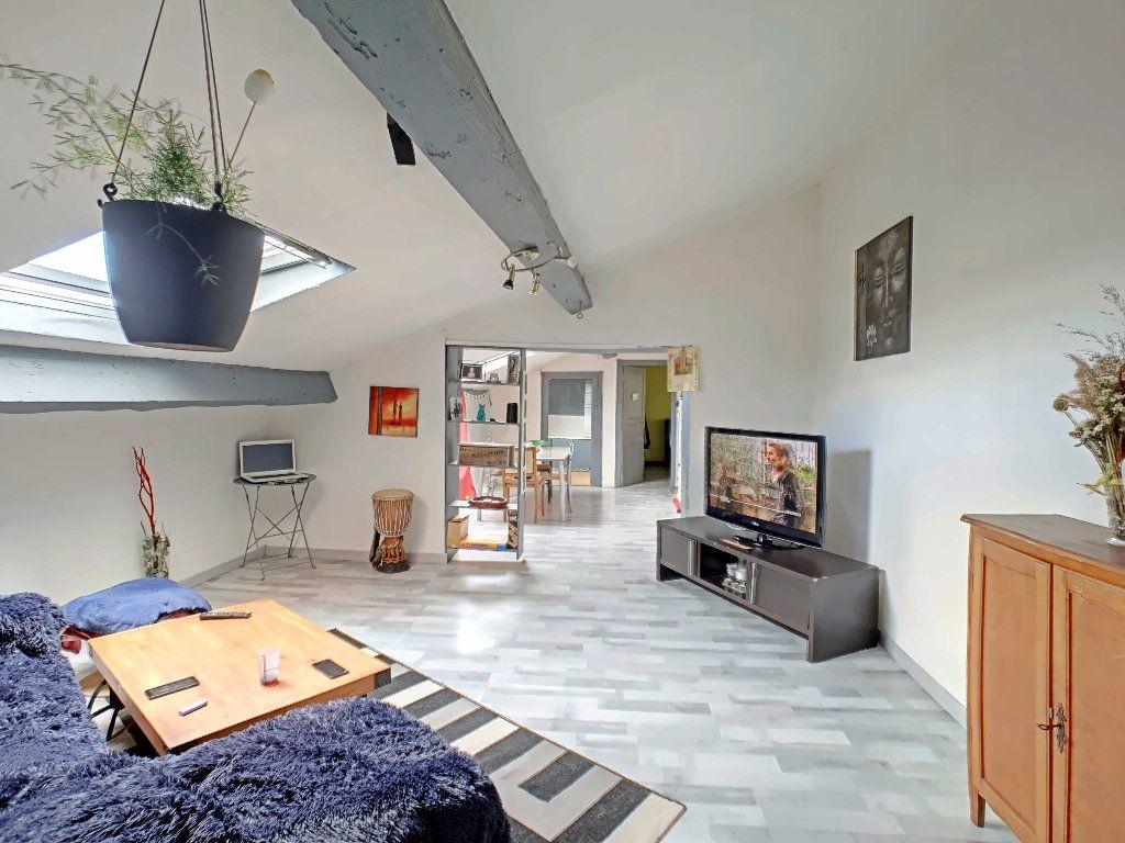Appartement à vendre 2 51.8m2 à Riom vignette-2