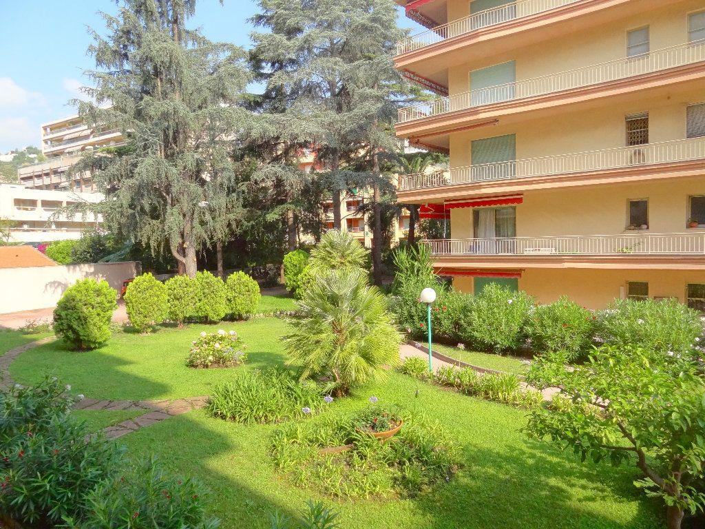 Appartement à vendre 3 65m2 à Menton vignette-2